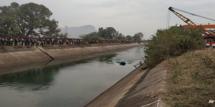ভারতের মধ্যপ্রদেশে যাত্রীবাহী বাস নিয়ন্ত্রণ হারিয়ে  ৩৮ জন নিহত