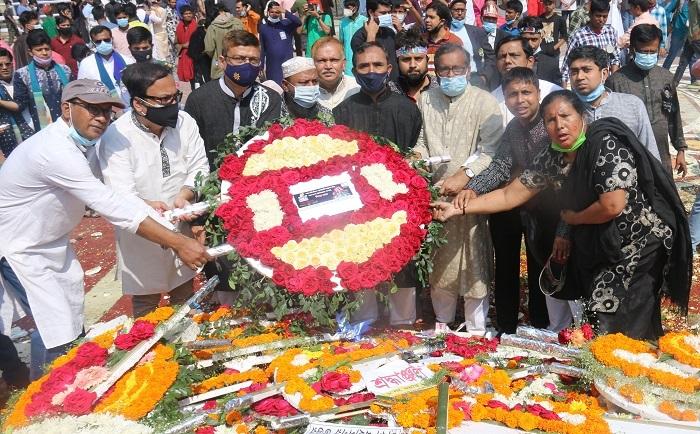 আন্তর্জাতিক মাতৃভাষা ও শহিদ দিবসে শহিদ মিনারে সোনালী ব্যাংকের শ্রদ্ধা নিবেদন