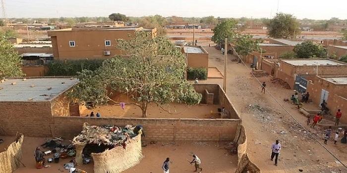 আফ্রিকায় স্কুল চলাকালীন শ্রেণিকক্ষেই পুড়ে মরাা গেল  ২০ শিক্ষার্থী