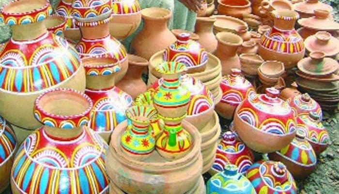 কালিয়াকৈরে ঐতিহ্যবাহী মৃৎশিল্প দিন দিন হারিয়ে যাচ্ছে